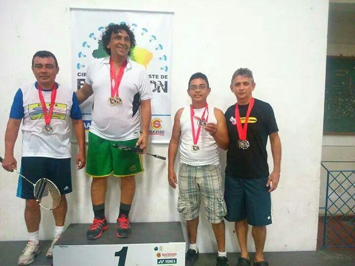 Walter Júnior, à esquerda, 2º colocado no Circuito Norde Nordeste de Badminton.