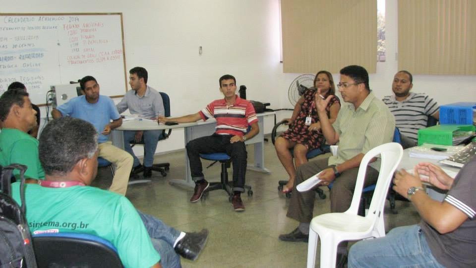 Registro dos trabalhadores ao longo da reunião.