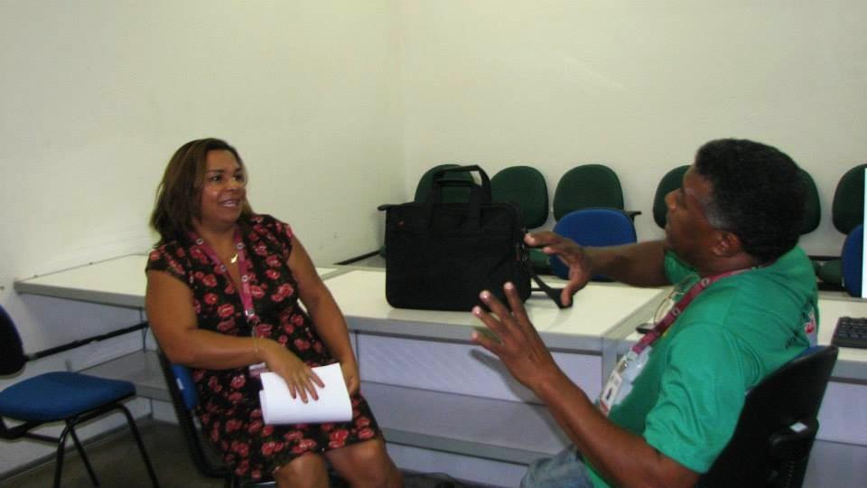 Mariano Azevedo em conversa com a associada Ezenilde, tratando de temas de interesse da Categoria.