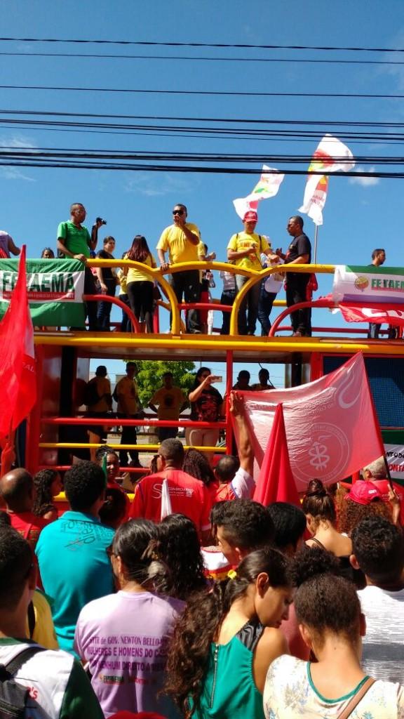 Jorge Mendes, vice-presidente do Sintema, liderou a mobilização de cima do carro de som.